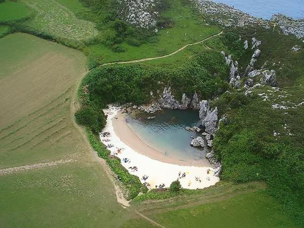 Playa de Gulpiyuri 3