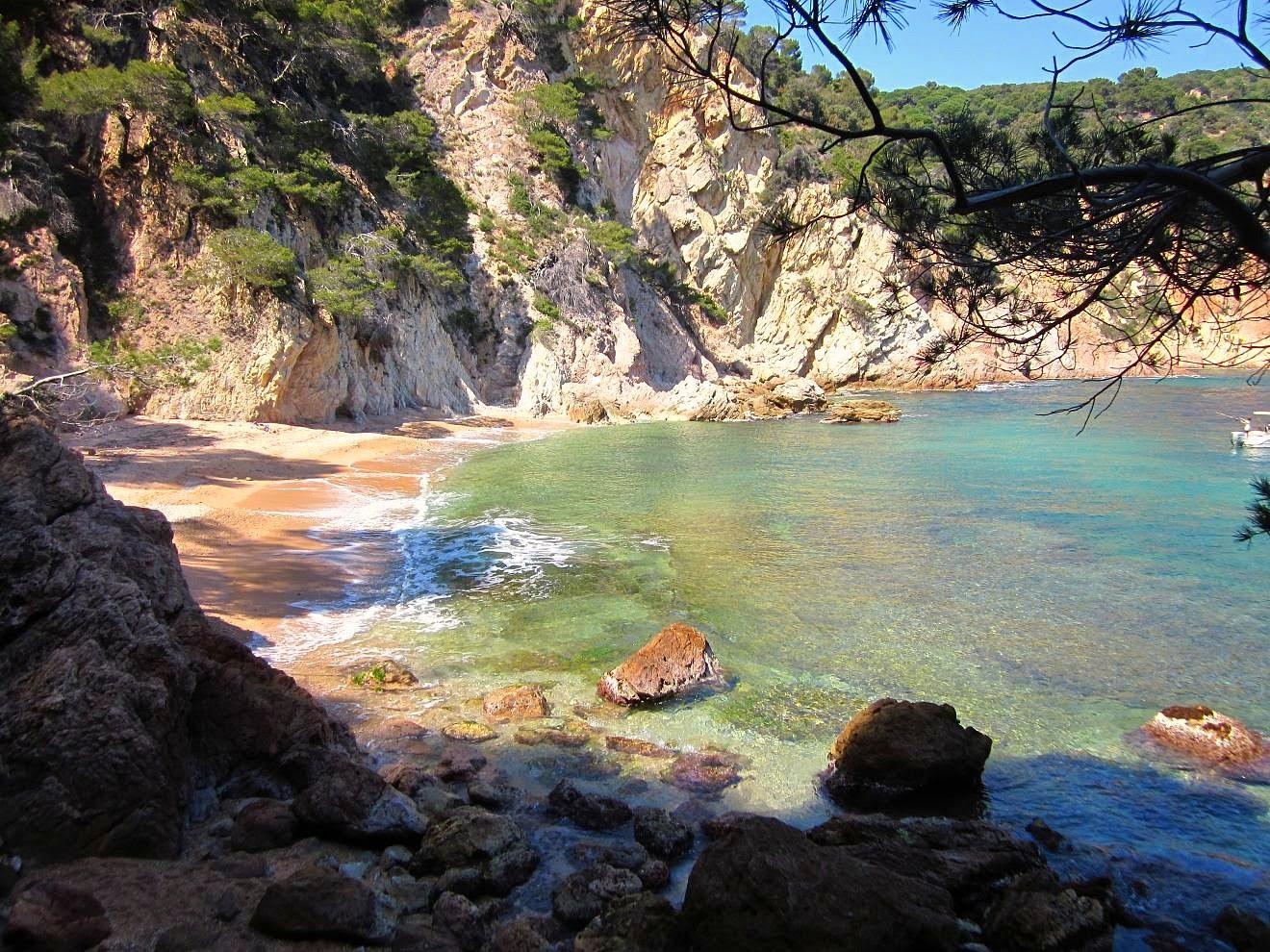 Las 10 mejores playas de girona 2015 for Piscina natural begur