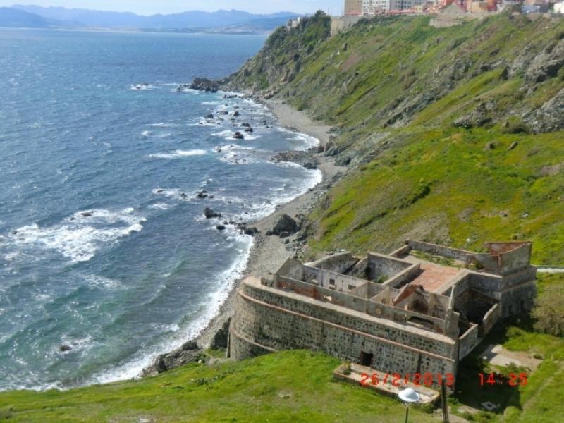 Las mejores playas de Ceuta, imagen de la playa de Cala Del Sarchal
