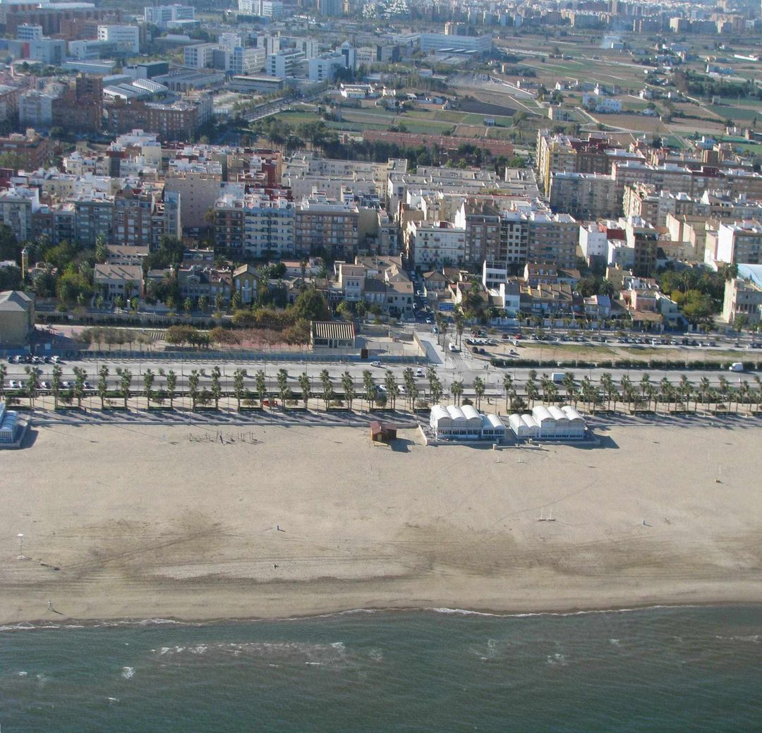 Las mejores playas de Valencia, imagen de la playa de Cabañal