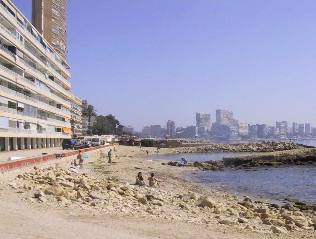 Las mejores playas de Alicante, imagen de la playa de Serragrossa