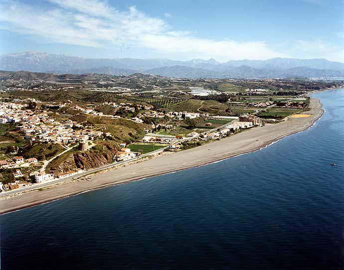 Las mejores playas de Málaga, imagen de la playa de Benajarafe