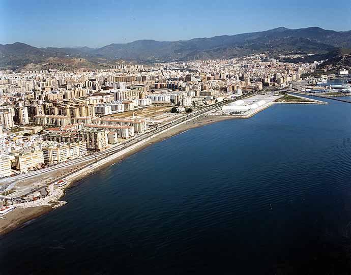Las mejores playas de Málaga, imagen de la playa de Huelín