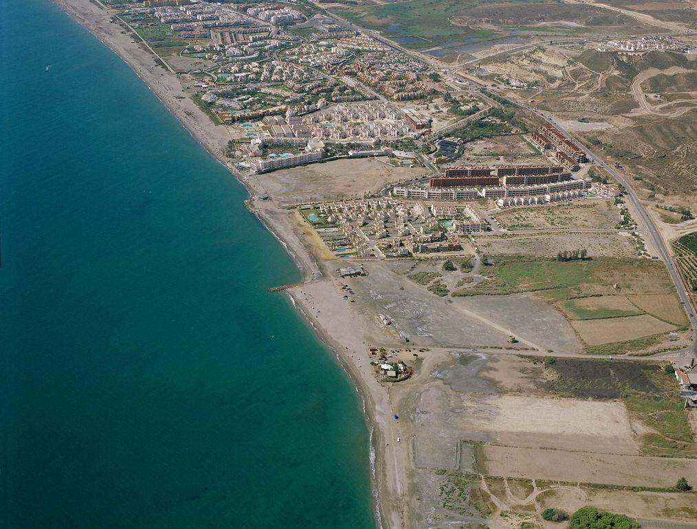 Las mejores playas de Almería, imagen de la playa de Quitapellejos / Palomares