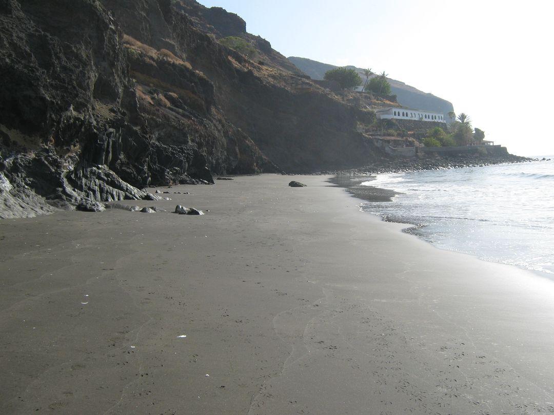 Las mejores playas de Tenerife, imagen de la playa de El Balayo / Cueva Del Agua