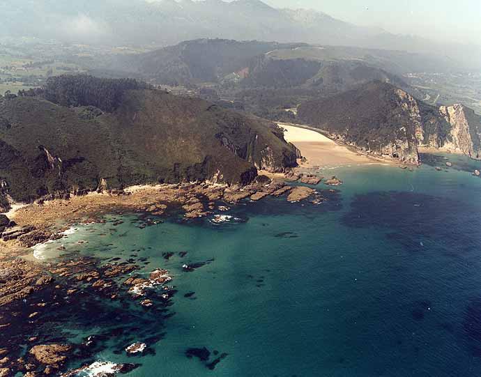 Las mejores playas de Asturias, imagen de la playa de El Oso